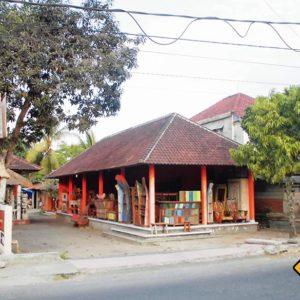Holzschnitzereien sind in Ubud an fast jeder Ecke erhältlich