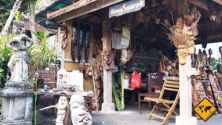 Holzschnitzereien Pura Tanah Lot