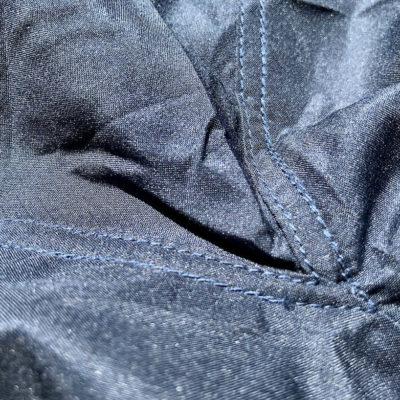 Hüttenschlafsack Test: Hier siehst du die Verarbeitung der Nähte des Fit Flips
