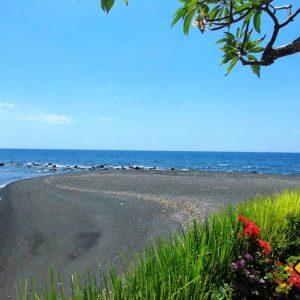 Im Norden ist der Strand weniger weiß, dafür aber menschenleer und ruhig