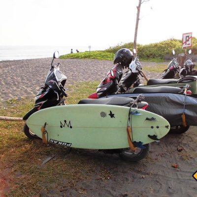 In Canggu hat fast jeder Roller eine Surfbretthalterung