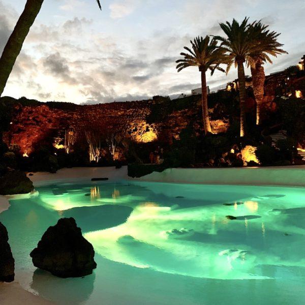Jameos del Agua Pool beleuchtet