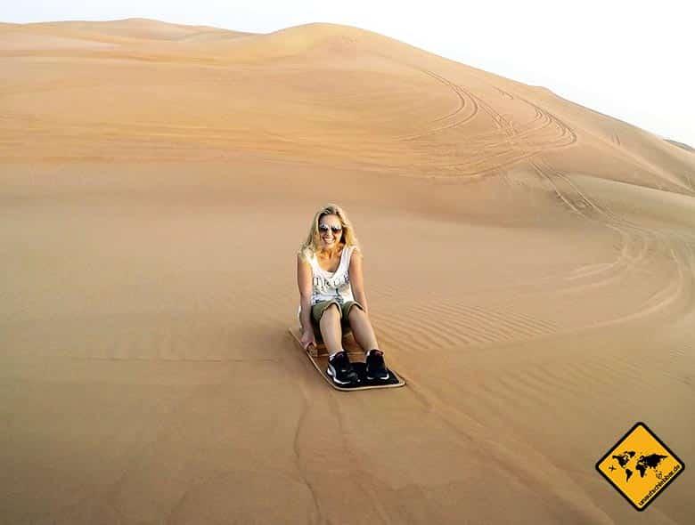 Jenny beim Sandboarding Dubai