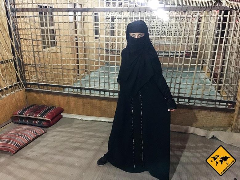 Jenny im Gewand einer traditionellen Dubai Niqab