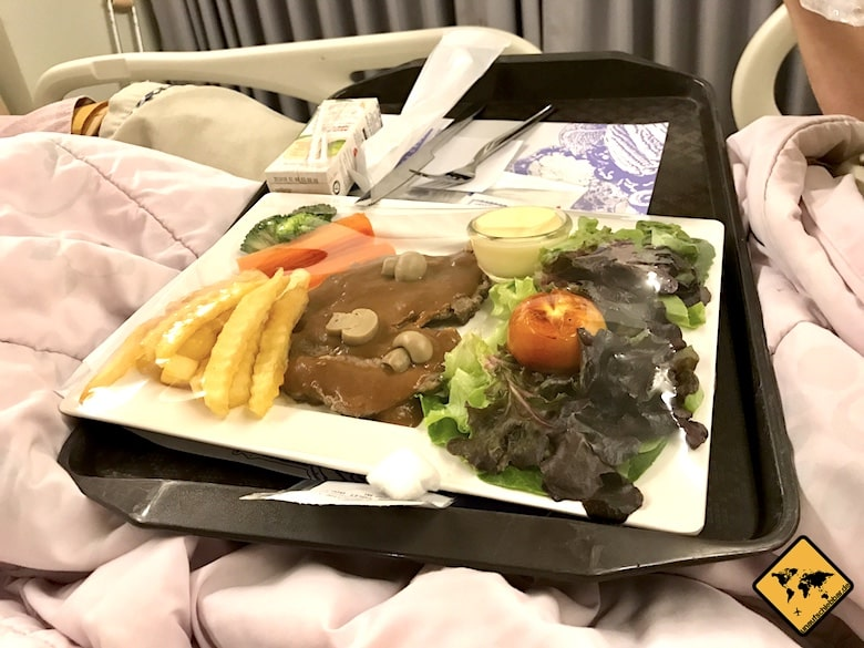 Steak und Pommes im Chiang Mai RAM Hospital