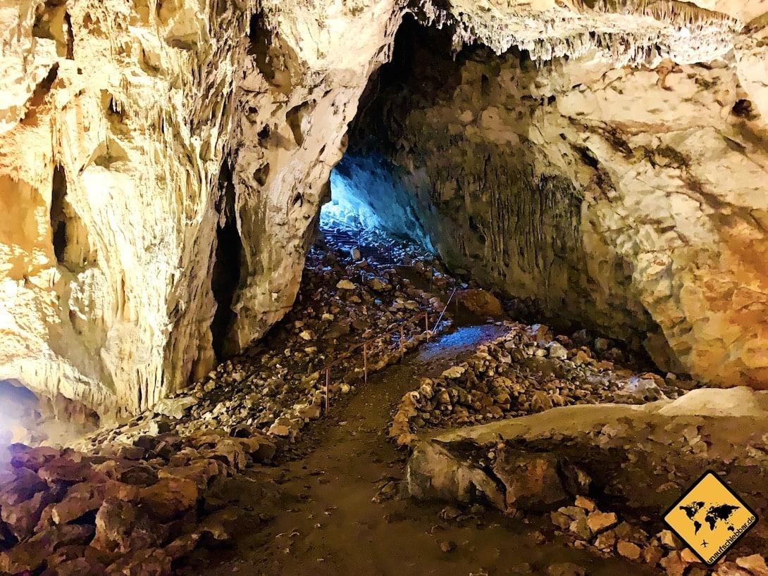 Kroatien Pećinski Park Grabovača Samograd Höhle Eingang