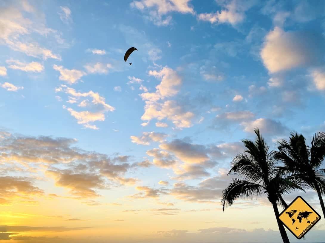 La Palma Sehenswürdigkeiten Puerto Naos Paraglider