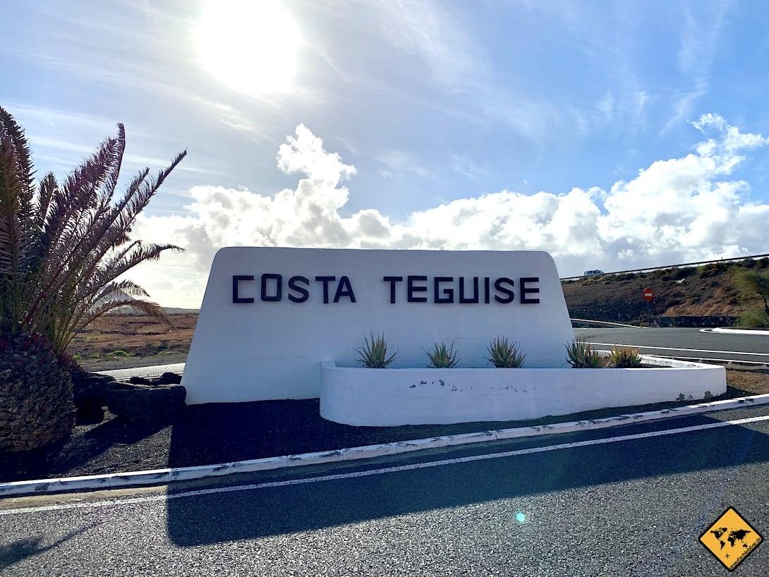Wie überall auf Lanzarote, findest du auch an der Costa Teguise viele weiße Bauwerke und Gebäude