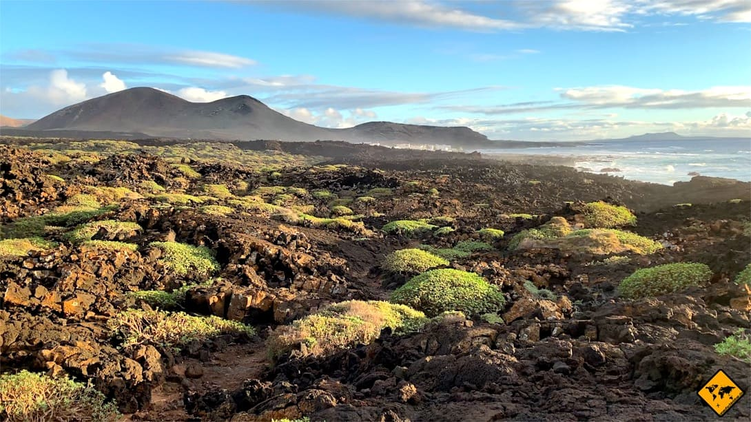 Lanzarote interessante Orte Lava-Landschaft Kueste El Golfo