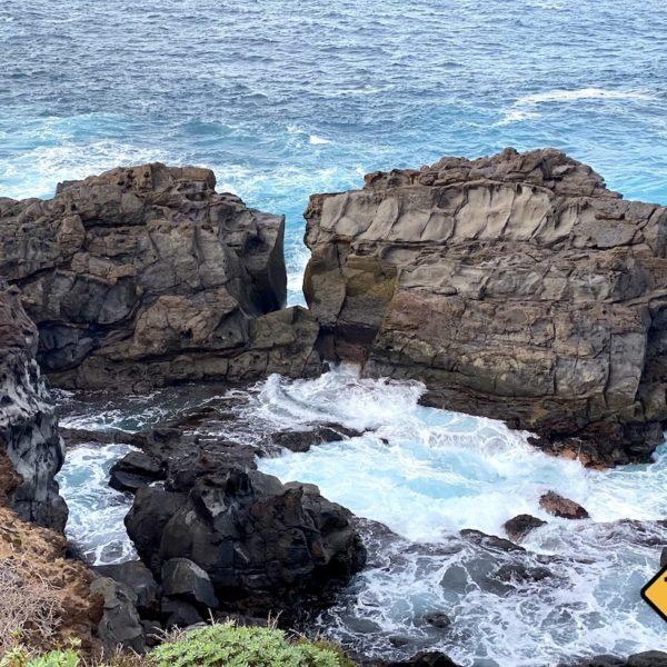 Lava-Felsen Meer türkis-blau