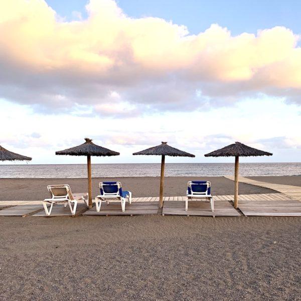 Liegestühle Strand Puerto del Carmen Lanzarote