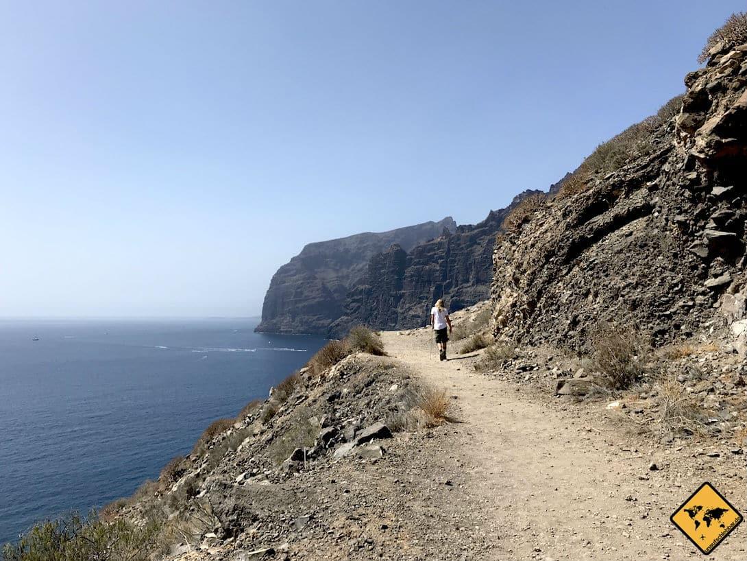 """Christian auf dem Weg zur Spitze des Aussichtspunktes """"Blick vom Aussichtspunkt """"Acantilado de los Gigantes"""""""