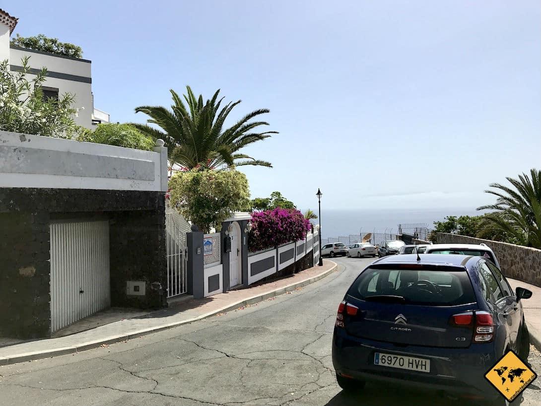 Auf den meisten Straßen von Los Gigantes kannst du am Seitenrand parken