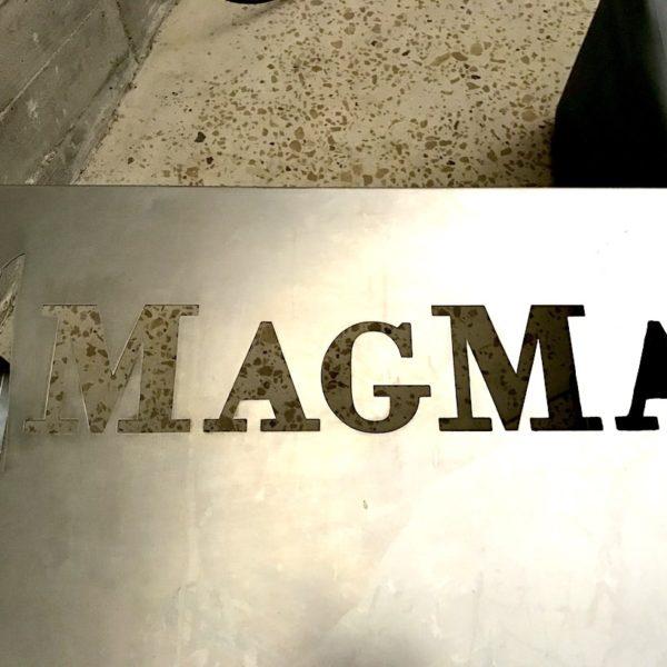 Magma Tour Tisch