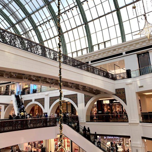 Die Mall of the Emirates verteilt sich auf insgesamt 3 Etagen