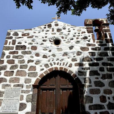Die historische Kapelle der Masca Schlucht Teneriffa ist meistens verschlossen, sodass du sie nur von außen bewundern kannst