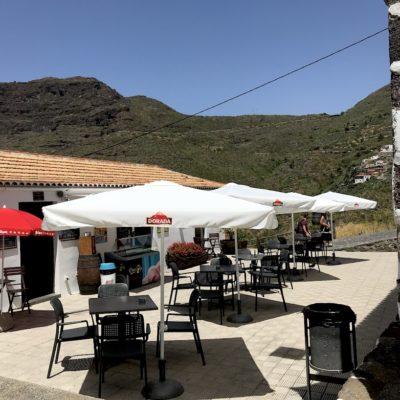 Alle Restaurants in der Masca Schlucht Teneriffa bieten hübsche Terrassen zum Verweilen und Genießen