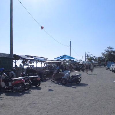 Auch am Strand gibt es in der Regel ausreichend Parkplätze für Autos
