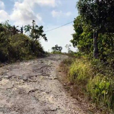 Schlechte Straßen mit vielen Schlaglöchern findest du vor allem auf Nusa Penida und in den Seitenstraßen auf Bali