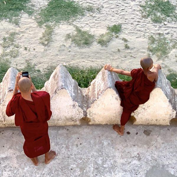Mönche Bu Paya Pagode Bagan Myanmar