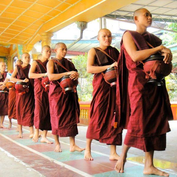 Mönche Kya Khat Wine Kloster Bago Myanmar