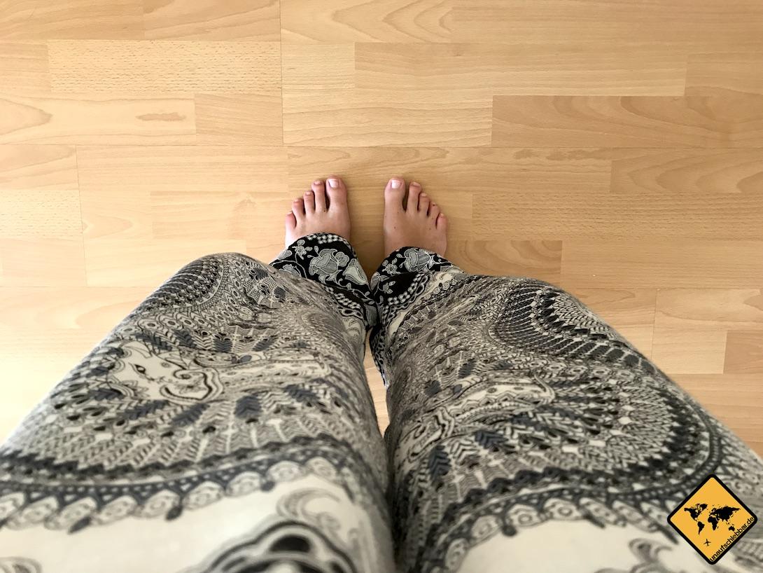 Eine weite Hose ist als Mückenschutz Kleidung gut geeignet