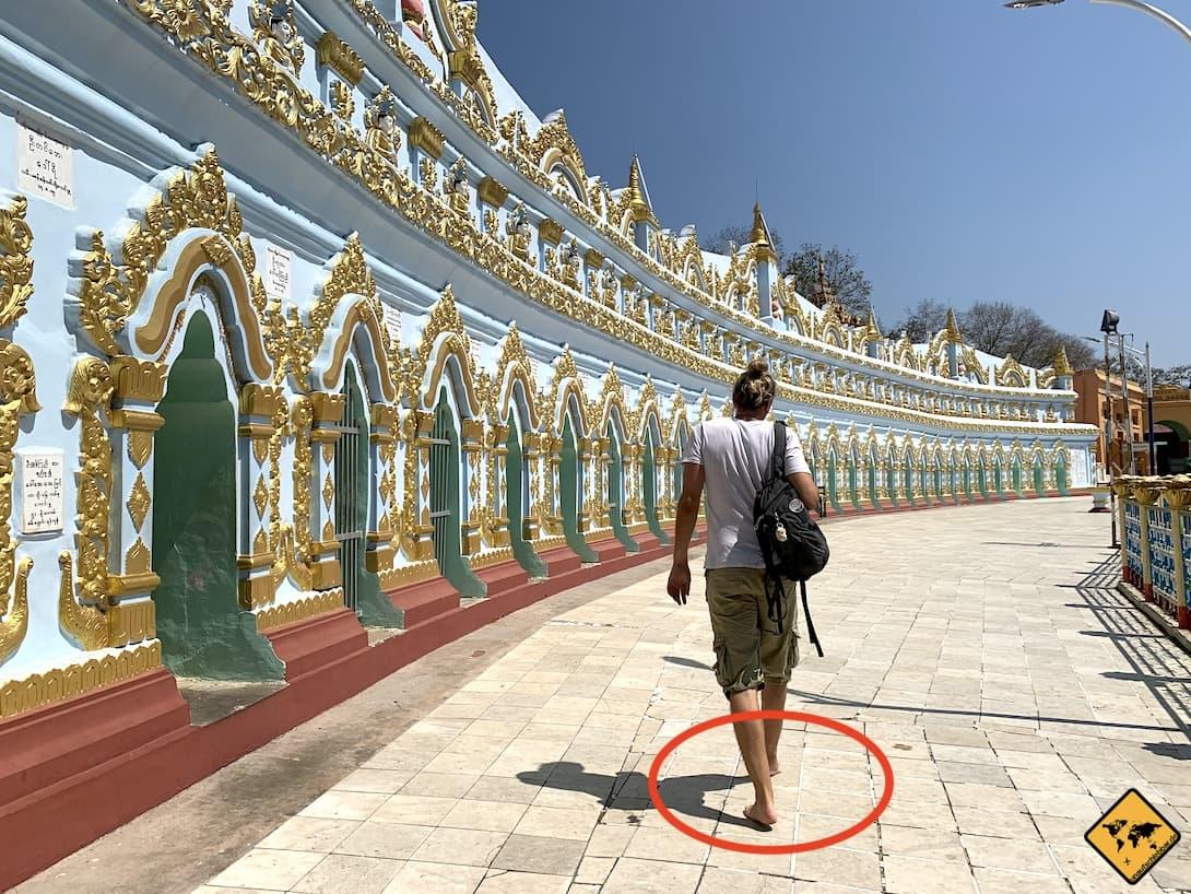 Mückenschutz Myanmar barfuß Tempel