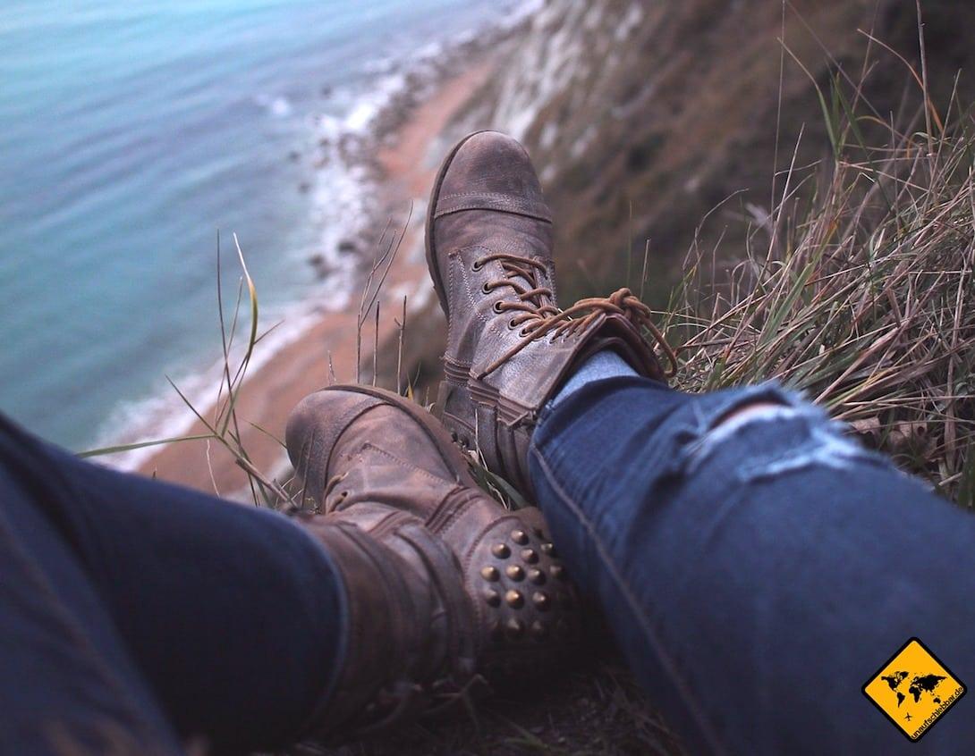 Auch geschlossene Schuhe sind ein einfacher, aber wirksamer Schutz gegen Mücken