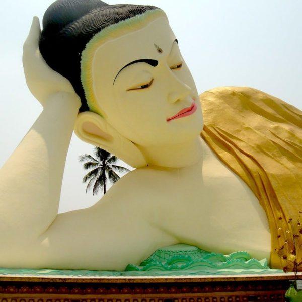 Mya Tha Lyaung liegender Buddha Bago Myanmar
