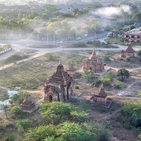 Myanmar Bagan Pagoden Luftaufnahme Ballon Nebel