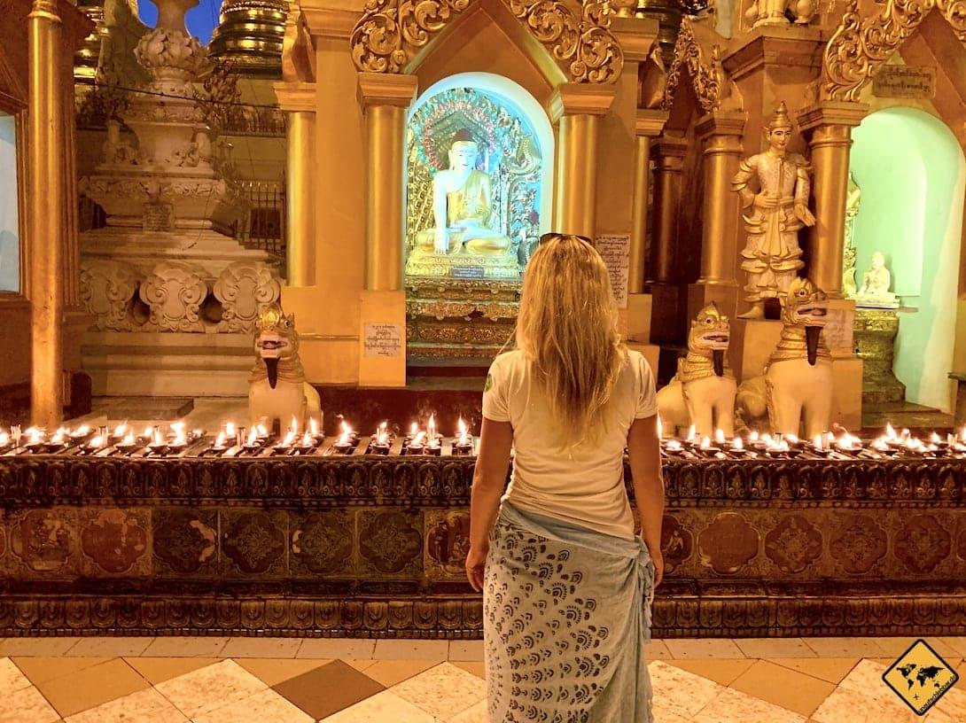 Myanmar Shwedagon Pagode Kerzen abends
