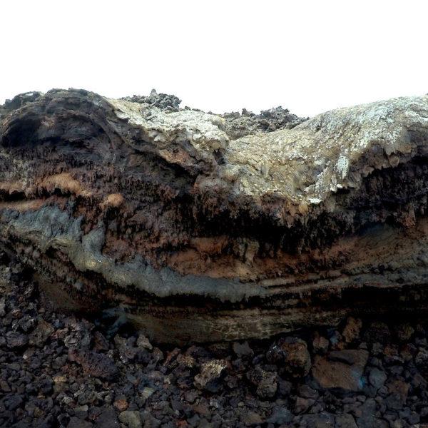 Während der Busfahrt durch den Nationalpark Timanfaya siehst du verschiedene Lava-Gebilde