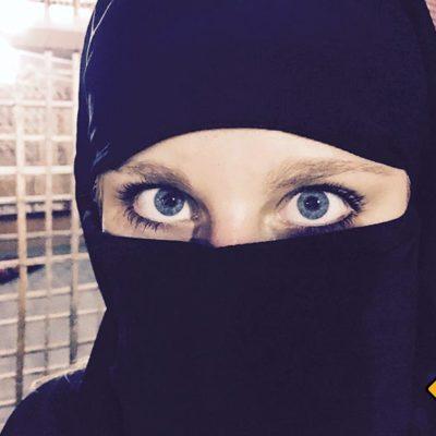 Niqab tragen auf Probe
