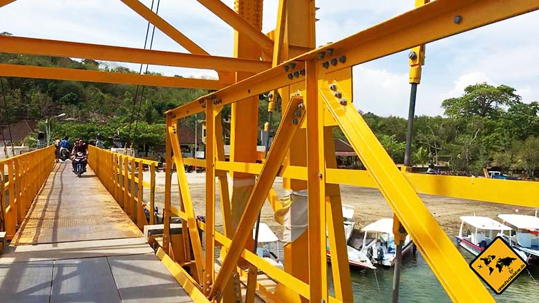 Nusa Lembongan Strände gelbe Hängebrücke Ceningan