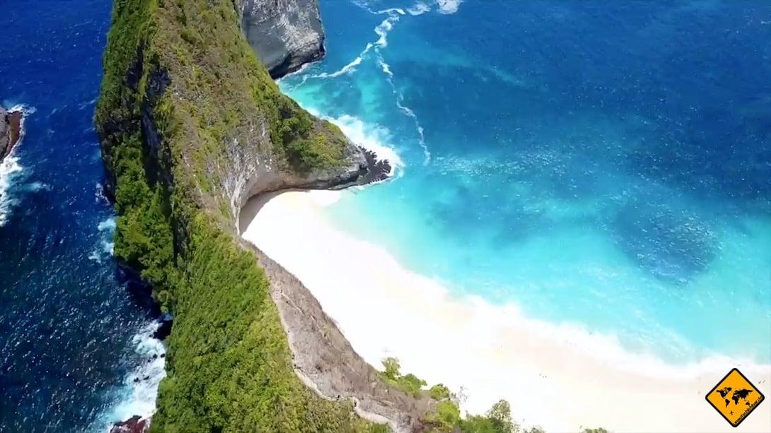 Nusa Penida bietet dir viele schöne Plätze wie z.B. den Kelingking Beach. Um dorthin zu kommen, benötigst du jedoch ein Transportmittel.