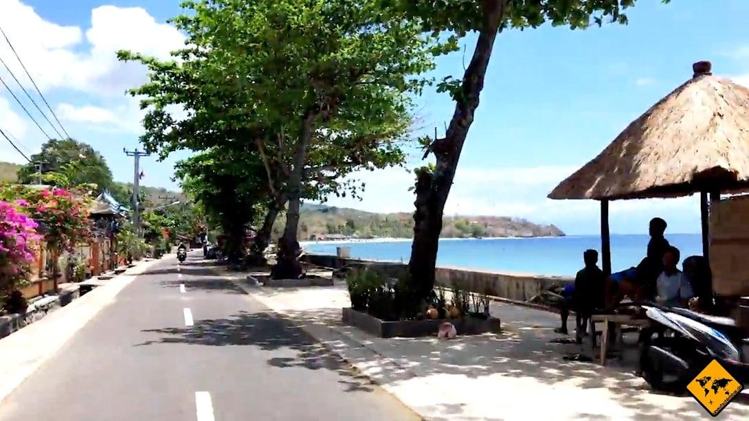 Die Straße an Nusa Penidas Nordküste zählt zu den besseren und breiteren Straßen auf der Insel