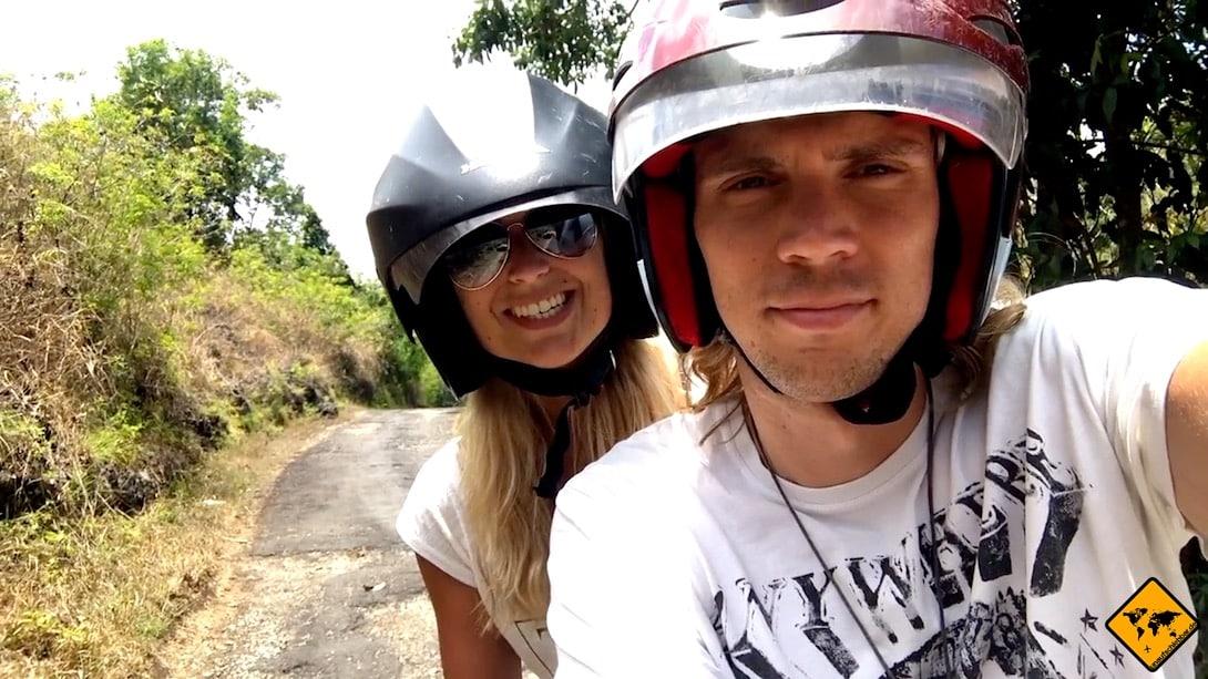 Wenn du auf Nusa Penida mit dem Roller fährst, solltest du immer einen Helm tragen
