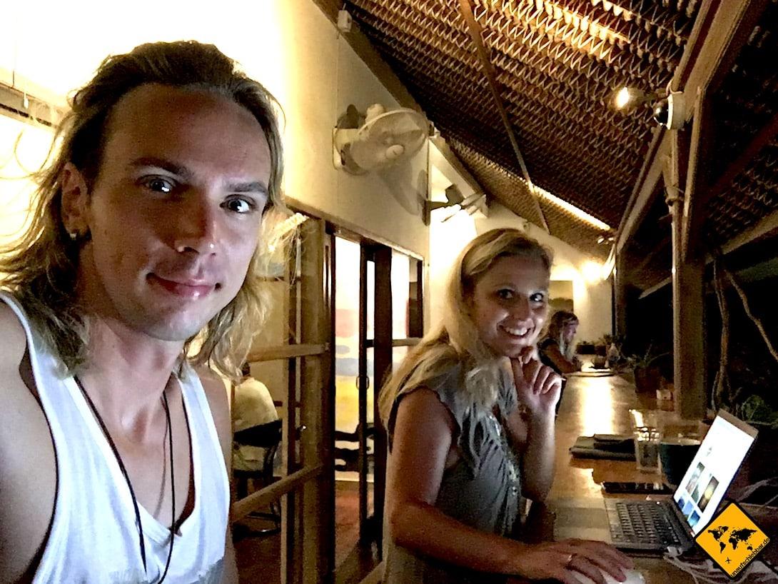 Während du dich z.B. in einem Coworking Space auf Bali befindest (wie wir hier im Dojo), kannst du über Amazon physische Produkte im deutschen Markt verkaufen