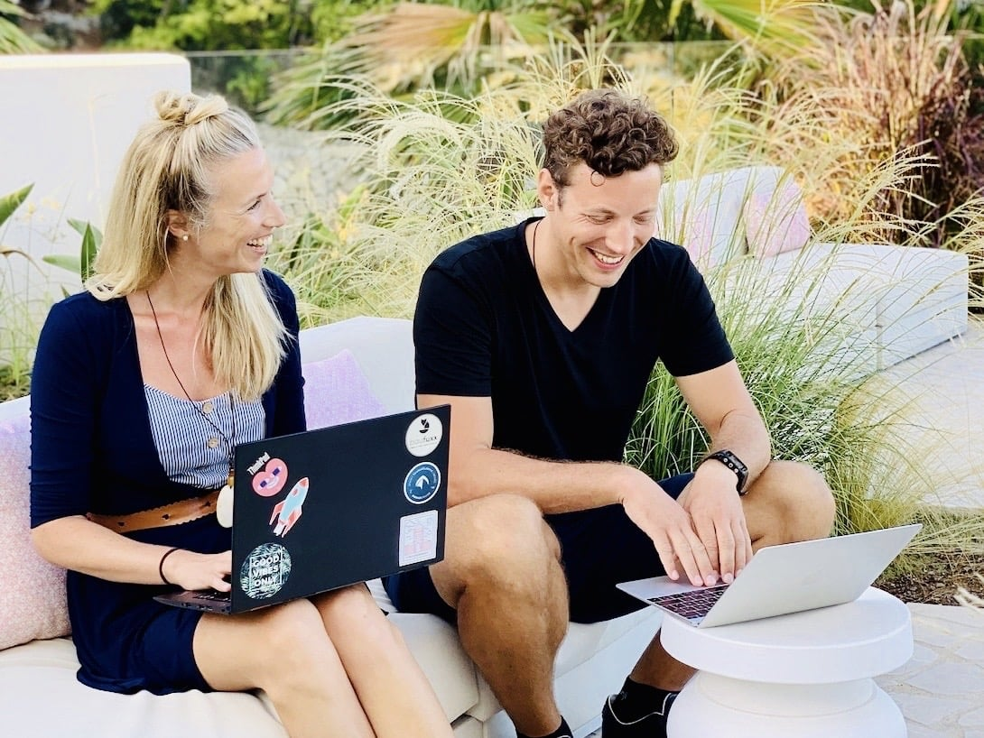 Ortsunabhängig arbeiten digitale Nomaden Bea und Jan