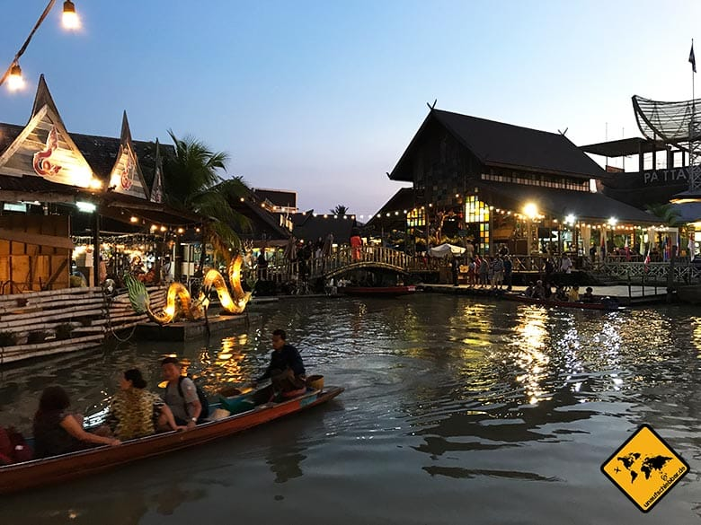 Pattaya Floating Market Abend