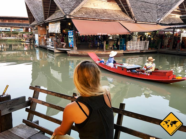 Pattaya Floating Market Bank