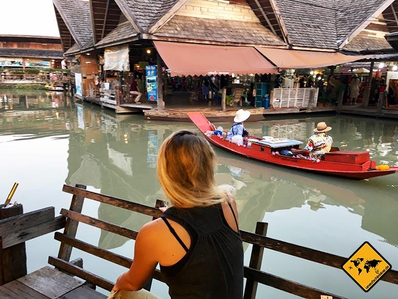 Pattaya Floating Market Bank