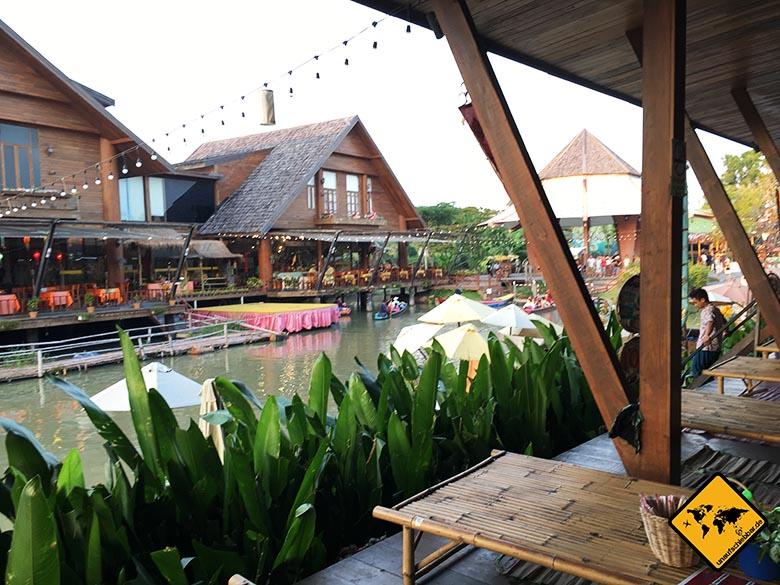 Pattaya Floating Market Speisetische