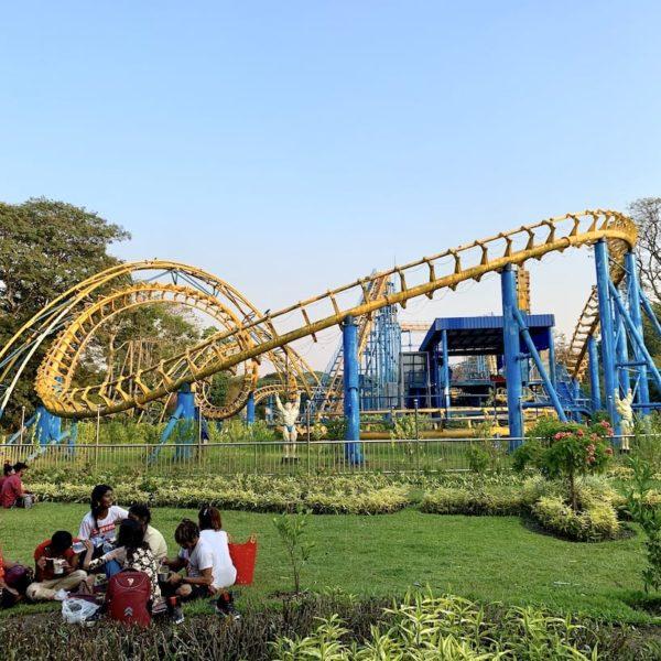 People's Park Yangon Myanmar Achterbahn