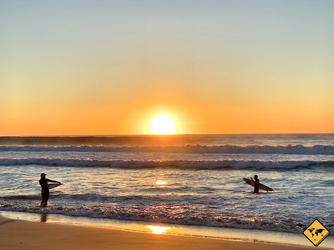 Piedra Playa El Cotillo Sonnenuntergang Surfer