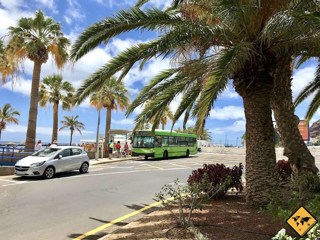 Die Bus-Linie 910 verkehrt im 15-Minuten-Takt zwischen dem Playa Teresitas und Santa Cruz de Tenerife