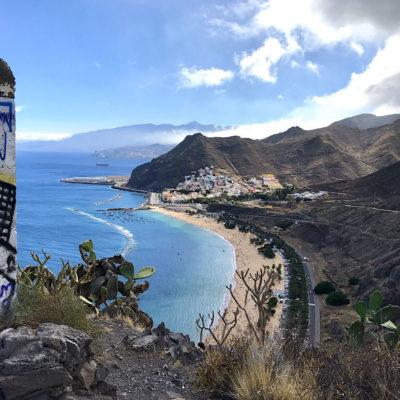 Die malerische Sicht auf den Playa de las Teresitas