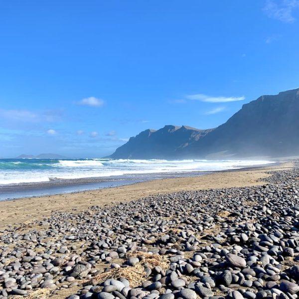 Playa de Famara Lanzarote Steine Strand