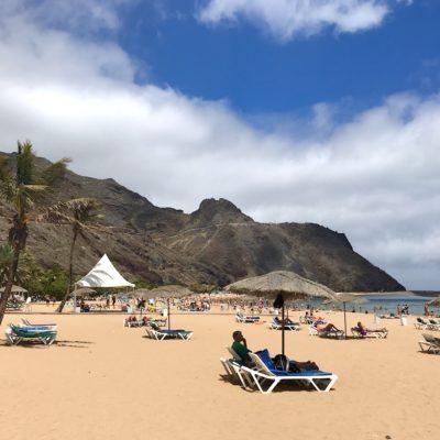 Am eigentlich schwarzen Playa de las Teresitas wurde tatsächlich Sahara-Sand aufgeschüttet