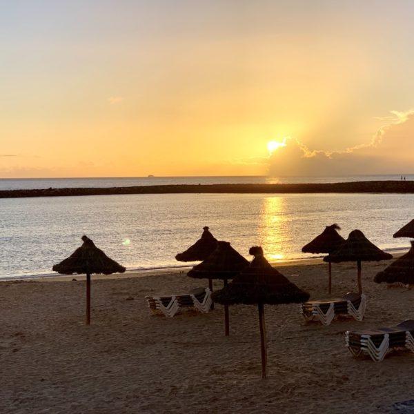 Playa de las Vistas Strand auf Teneriffa Sonnenuntergang